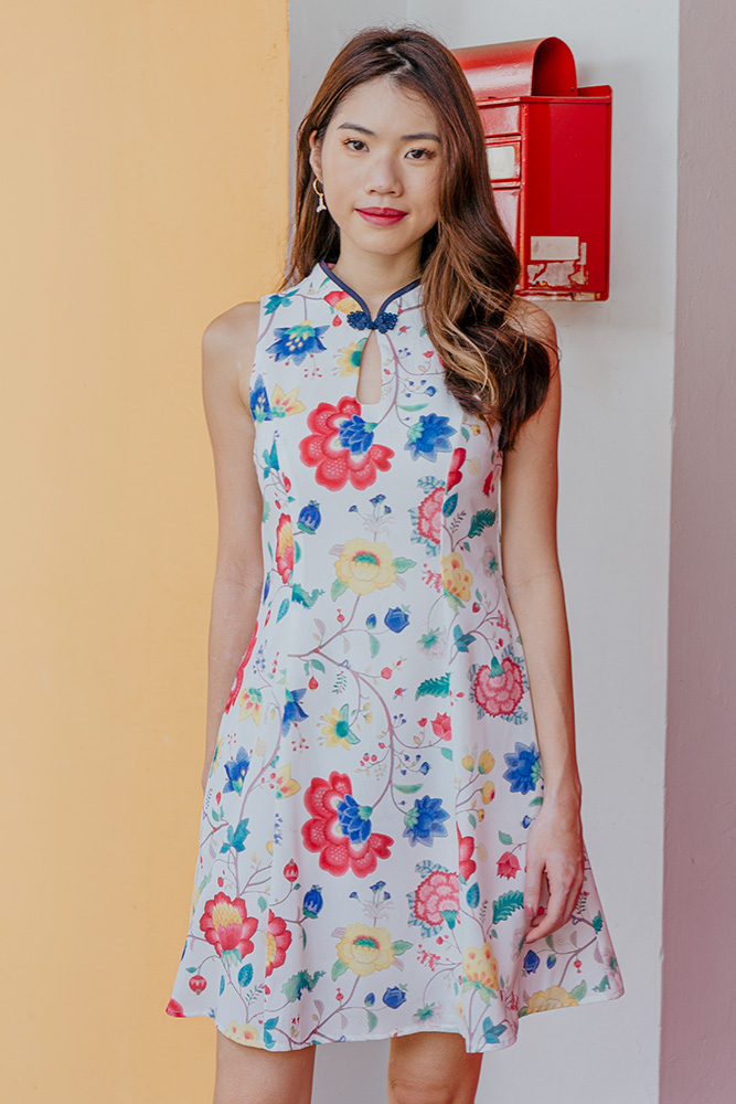 Sayang Sayang Lush Bloom Cheongsam Dress (White)