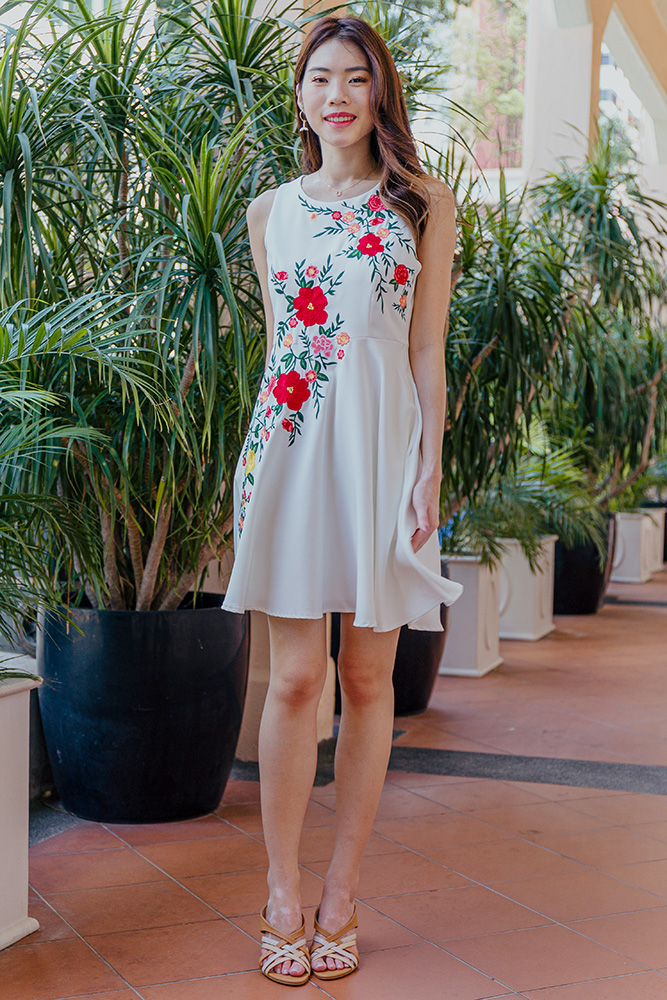Esmay Spring Bloom Embroidery Dress (White)